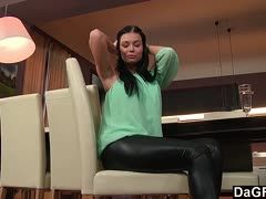 Solofick der Tschechin Victoria Blaze in Latex Leggings